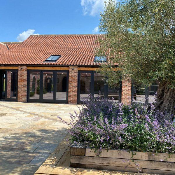 Thirsk-Lodge-Barns_Courtyard